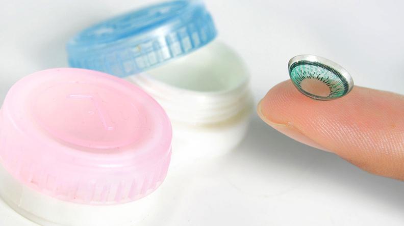 Rekomendasi softlens yang bagus bisa dinilai berdasarkan material, kadar air dan lama pemakaian