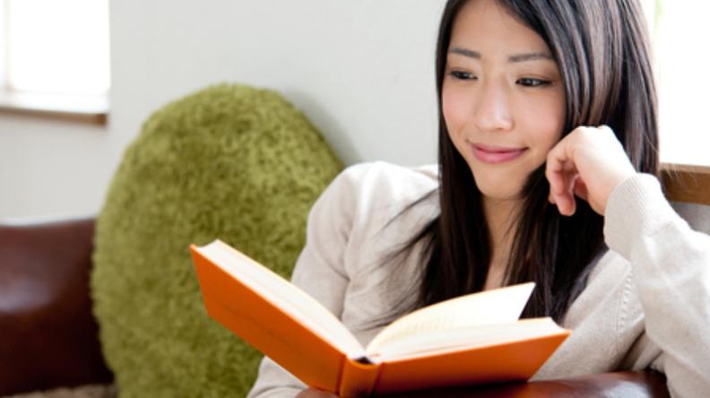 Tingkatkan kualitas diri dengan membaca berbagai jenis buku self improvement.