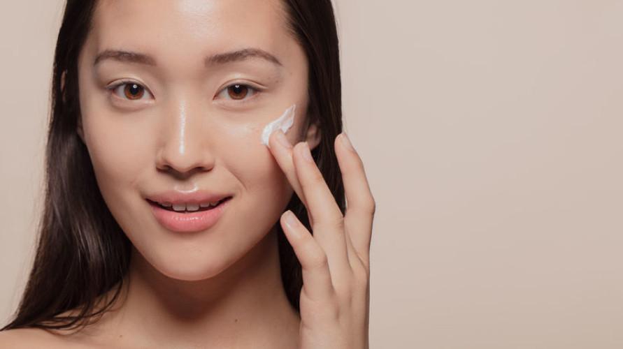 Moisturizer Emina menawarkan segudang produk yang bisa kamu coba sesuai dengan kulit wajahmu.