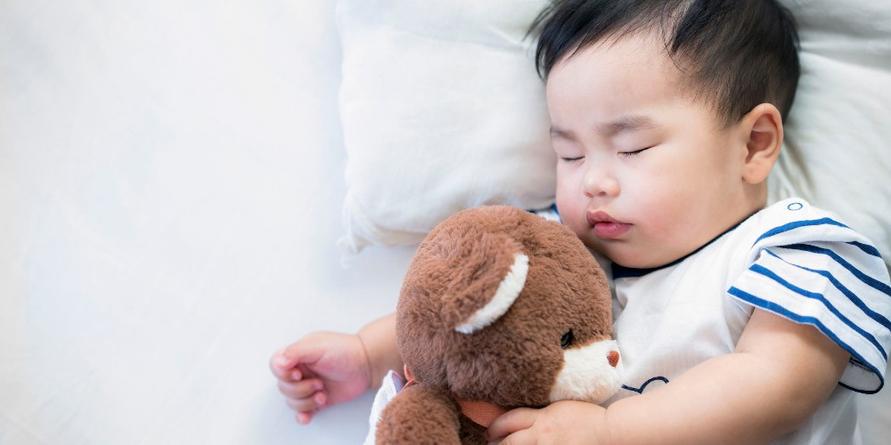 Ceriakan Si Kecil dengan berbagai mainan bayi 2 bulan ini.