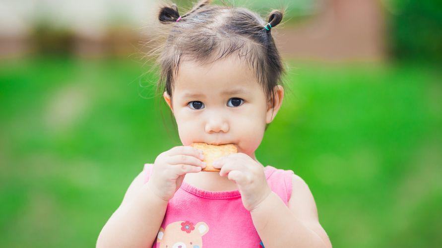 Biskuit bayi bantu menstimulasi kemampuan bayi menggenggam dan mengunyah