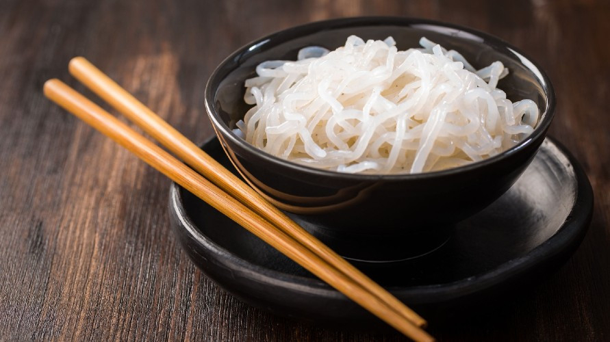 Mie shirataki baik untuk diet karena punya kalori rendah dan kandungan serat tinggi