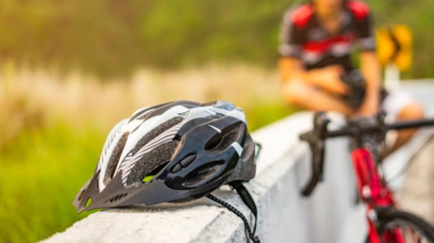 Terdapat banyak merek helm sepeda terbaik, seperti Specialized hingga Giro.
