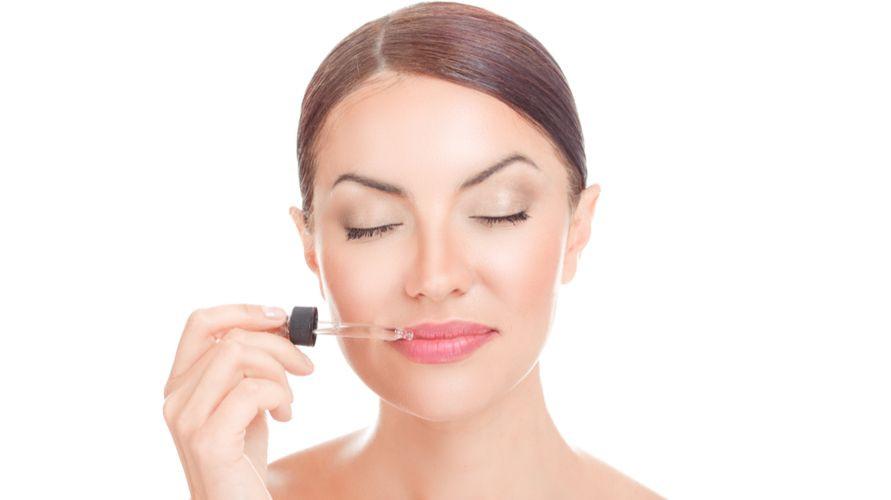 Lip serum membuat bibir tampak lebih sehat dan cerah