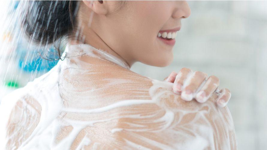 Sabun pemutih badan membantu mencerahkan kulit