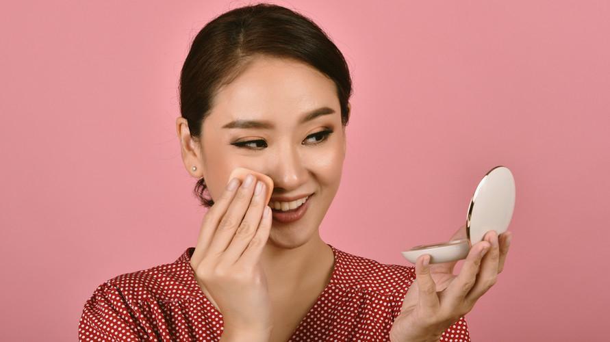Ada berbagai macam merek bedak untuk kulit berminyak yang bisa dipilih