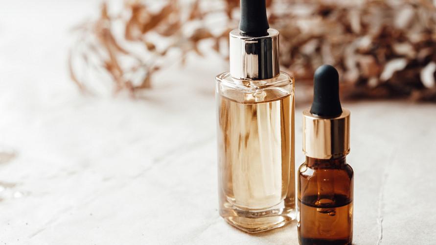 Face oil adalah produk skincare yang tidak hanya melembapkan kulit wajah