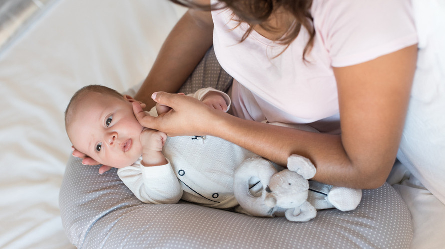 Ada berbagai produk bantal menyusui bayi yang bisa dipilih