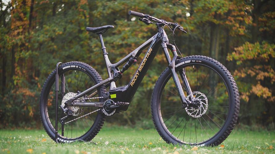 Merek sepeda gunung terbaik untuk melibas medan sulit