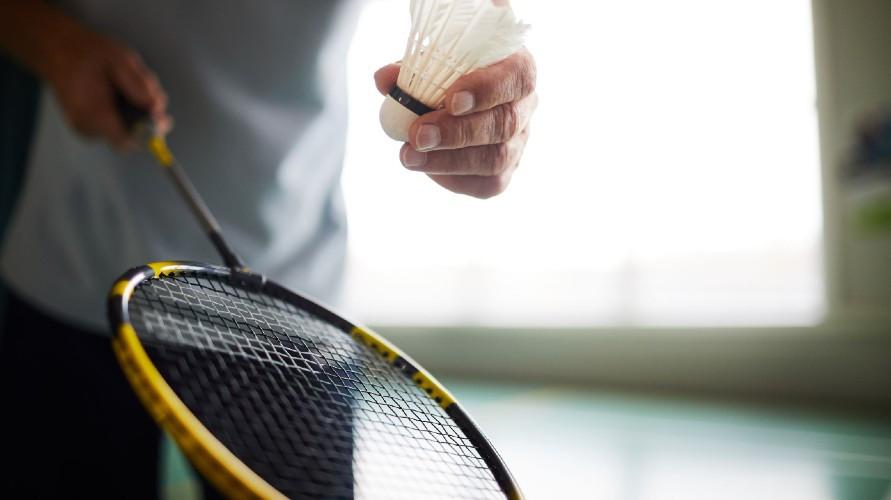 Pilihan raket badminton terbaik untuk menggeluti hobi