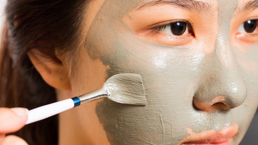 Masker penghilang komedo bisa mengangkat komedo sekaligus membersihkan pori-pori secara mendalam