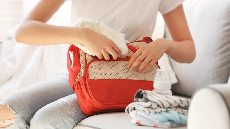 Tas perlengkapan bayi dapat membantu para ibu untuk membawa segala kebutuhan Si Kecil dengan mudah.