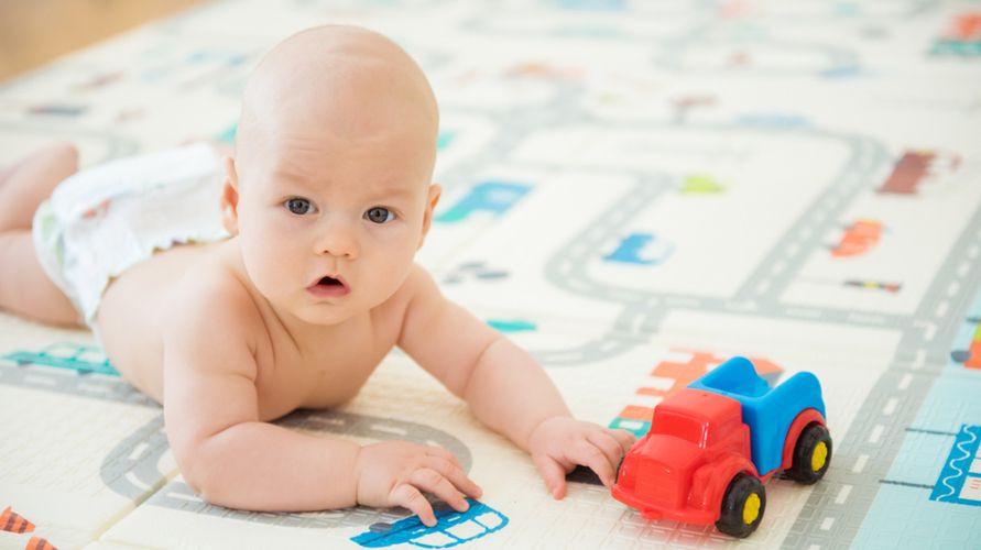 Matras bayi dapat membantu si kecil merangkak dan bermain dengan aman