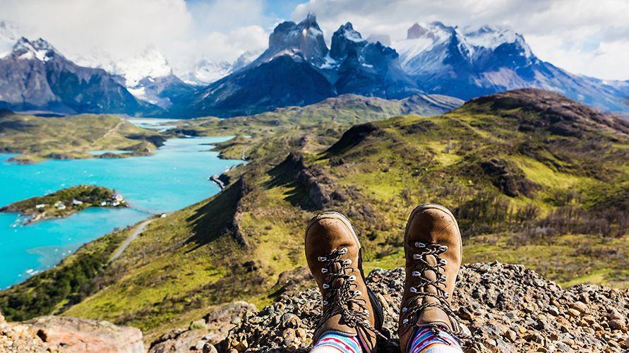 Penggunaan sepatu gunung terbaik dapat membantu mempermudah pendakian