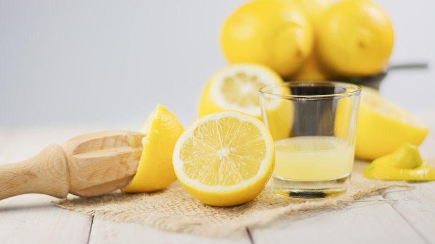 Sari lemon mengandung banyak vitamin C yang menyehatkan