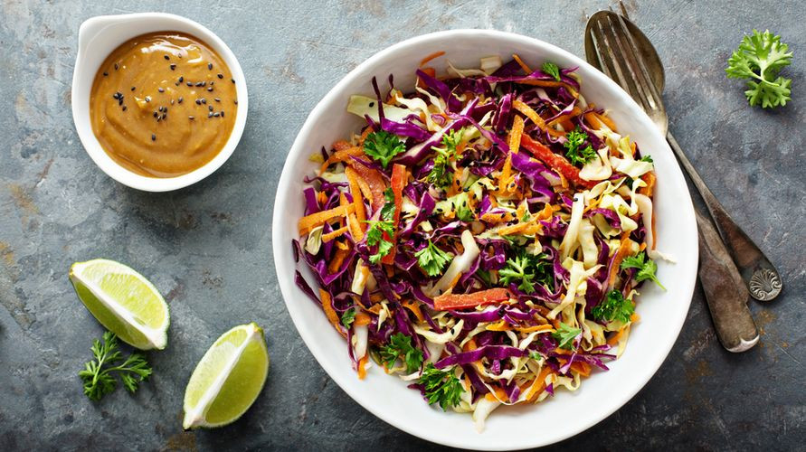 Salad sayur yang sehat ada banyak macamnya, salah satunya salad oriental