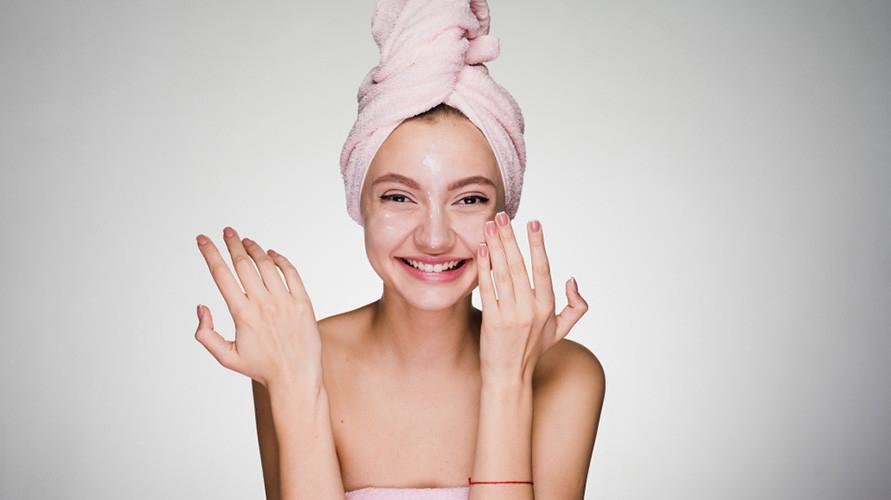 Peeling gel dapat membantu mengangkat sel kulit mati
