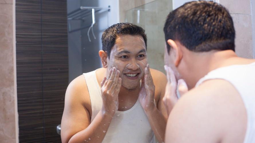 Pemilihan pembersih wajah pria harus disesuaikan dengan jenis dan kondisi kulit muka