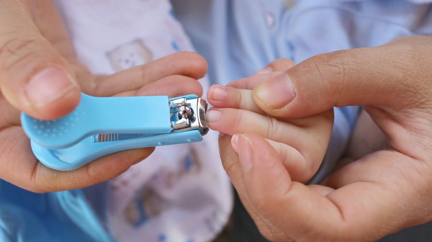 Gunting kuku bayi harus aman dan nyaman sangat penting untuk memotong kuku bayi yang tipis dan lembut