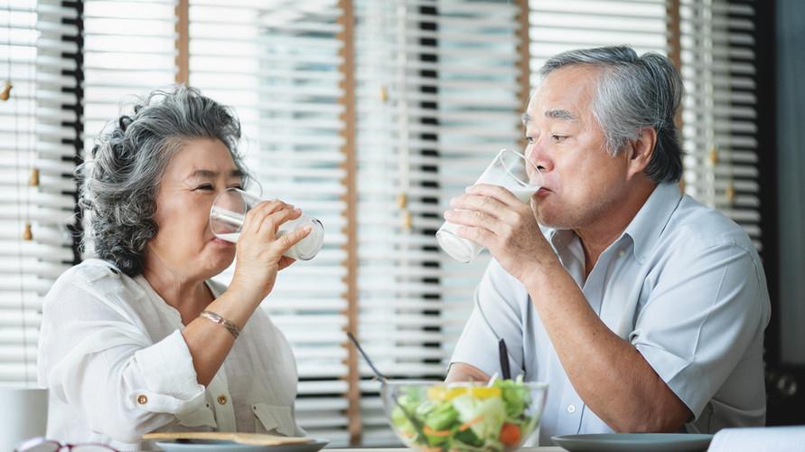 Susu untuk lansia bantu cegah risiko osteoporosis hingga Alzheimer