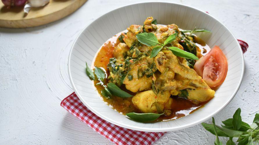 Resep ayam woku memiliki cita rasa yang gurih dan pedas