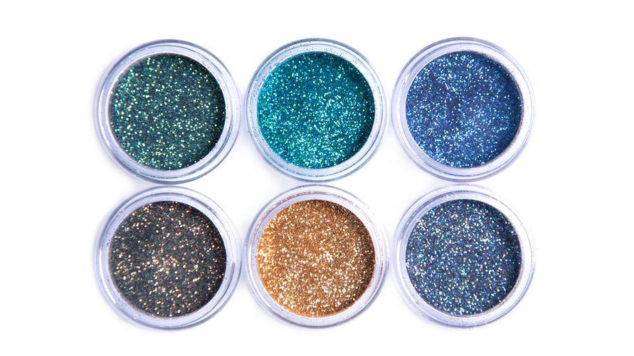 Eyeshadow glitter tersedia dalam berbagai warna dan bisa dicocokkan dengan kebutuhan
