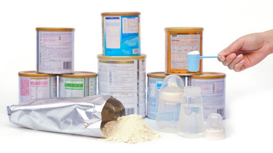 Merek susu formula untuk bayi yang alergi susu sapi antara lain Puramino, Neocate, dan Morinaga Chil Kid
