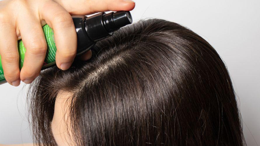 Hair tonic untuk rambut rontok yang bagus antara lain NR, Metal Fortis, dan Makarizo
