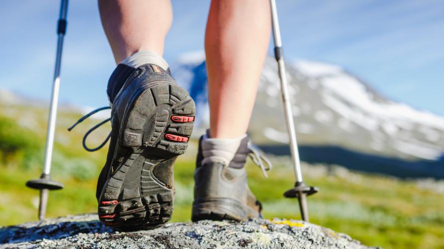 Sepatu trekking yang bagus