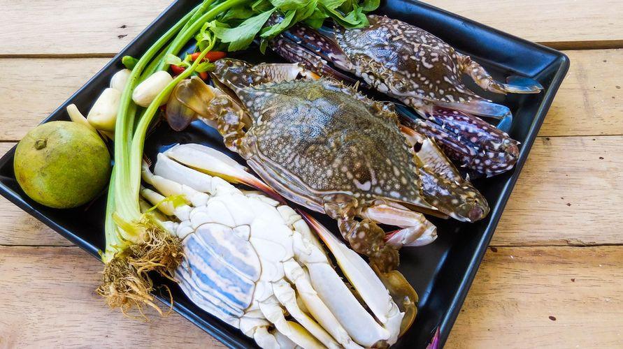 Cara membersihkan kepiting segar perlu dilakukan agar aman dikonsumsi
