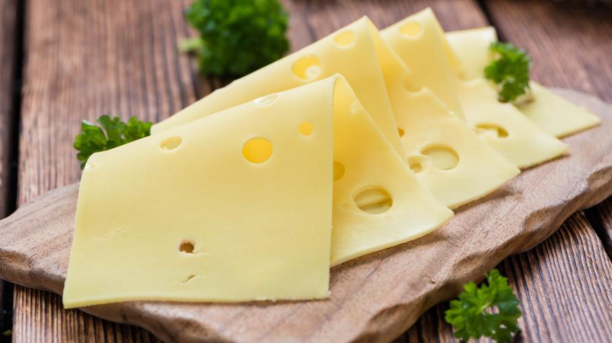Keju slice yang sehat mengandung protein dan kalsium yang tinggi
