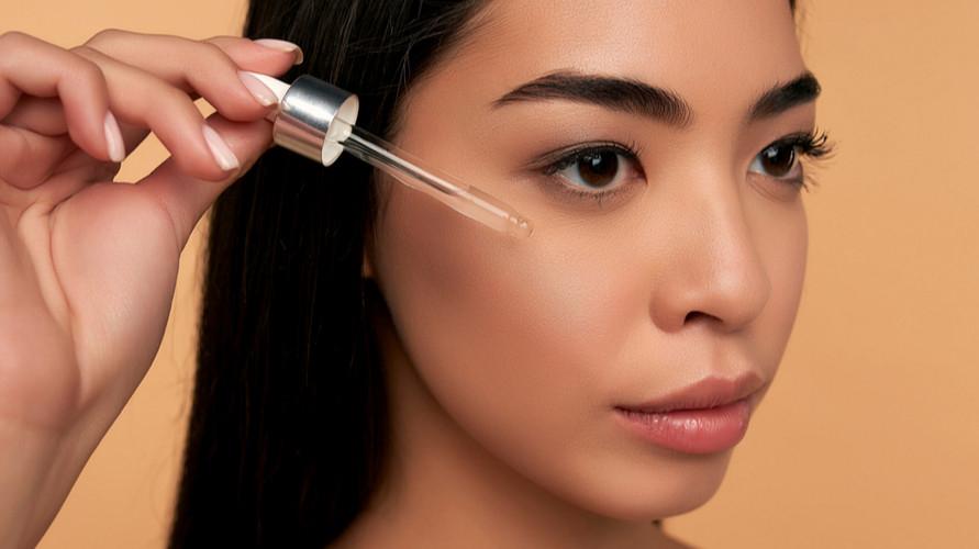 Serum untuk kulit berminyak merupakan salah satu rangkaian produk perawatan kulit