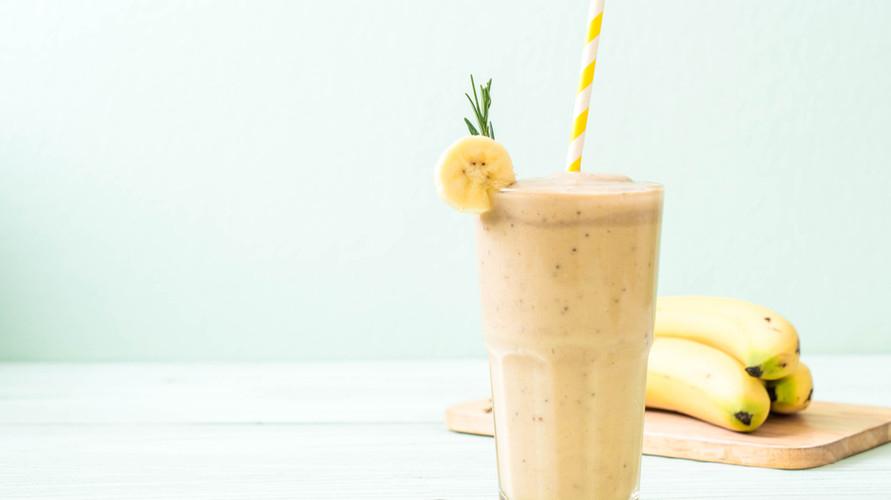 Cara membuat smoothies pisang bisa dicoba di rumah dengan campuran aneka buah dan bahan lainnya