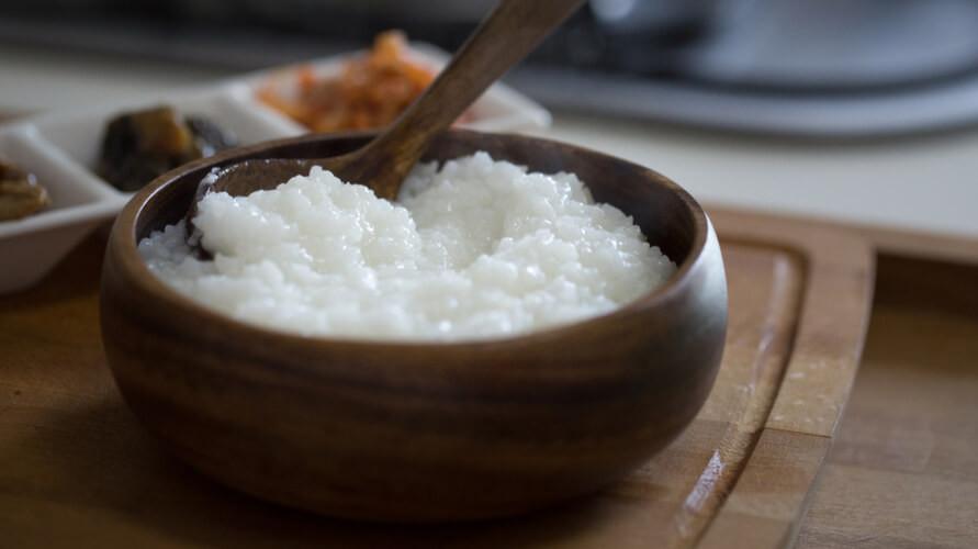 Resep bubur nasi dengan empat bahan bisa dengan mudah dibuat di rumah