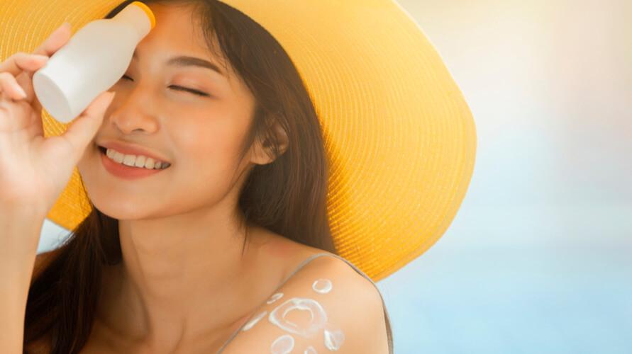 Physical sunscreen pantulkan sinar matahari yang mengarah ke kulit