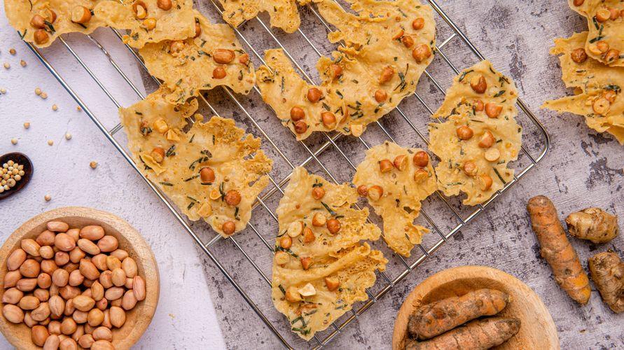 Resep peyek kacang renyah bisa dengan mudah dibuat di rumah