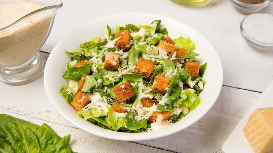 Salah satu kunci resep caesar salad ada pada sausnya