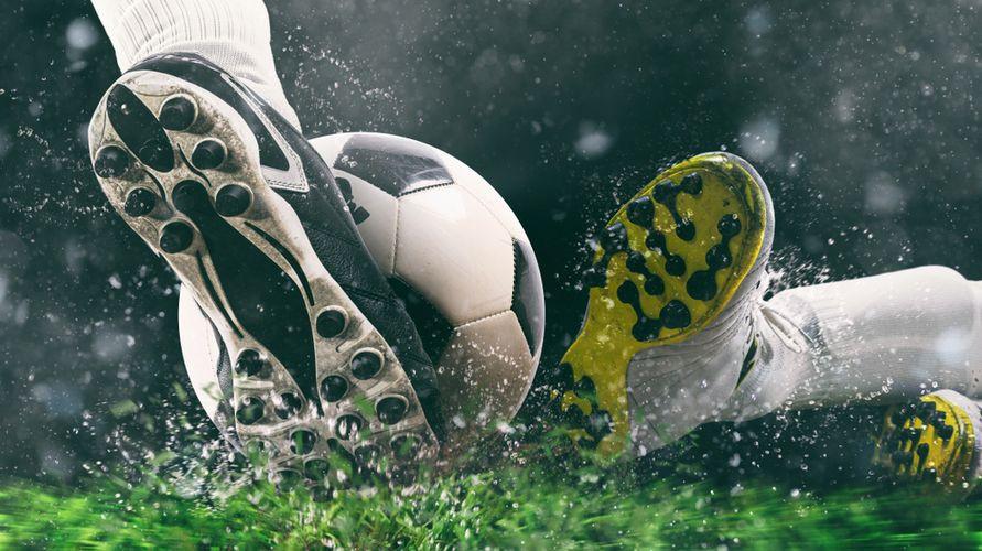 Sepatu bola adidas yang bagus antara lain Adidas Nemeziz dan Adidas Copa