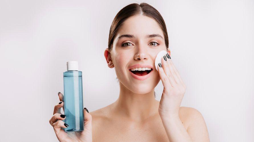 Toner wajah bisa mencerahkan kulit dan membuatnya jadi lebih sehat